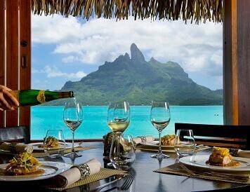 Restauracja z widokiem na rajską wyspę