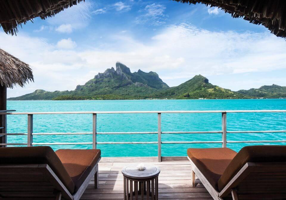 Polinezja Francuska, wyspa Bora Bora - Four Seasons hotel Bora Bora Resort, willa na wodzie