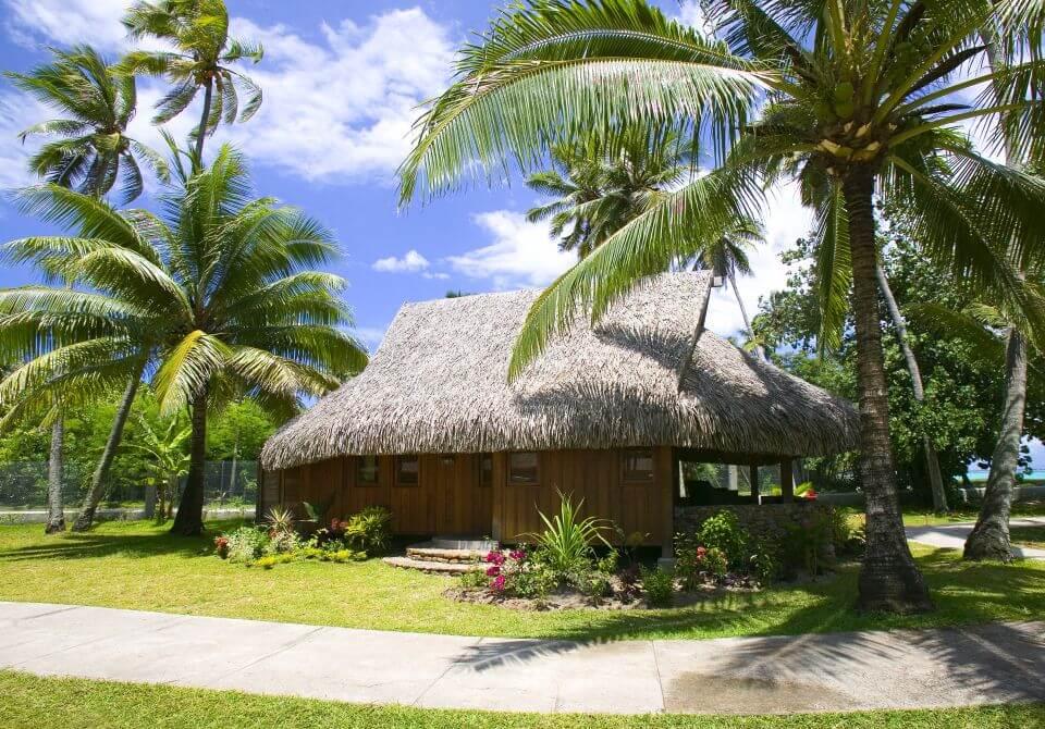 Polinezja Francuska, wyspa Moorea - Sofitel Moorea Garden plaża palmy, chata