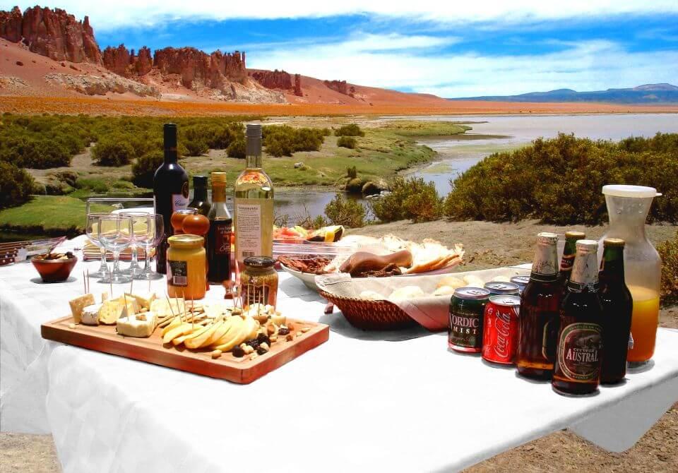 Chile, San Pedro de Atacama - Alto Atacama Desert Lodge, posiłek z widokiem