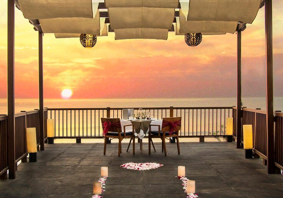 Indonezja, wyspa Bali - Hotel Anantara Uluwatu Bali, romantyczna kolacja
