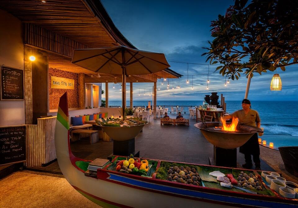 Indonezja, wyspa Bali - Hotel Anantara Uluwatu Bali, sunset BBQ