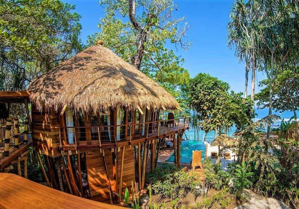 Wyspa Sumba - Hotel Nihiwatu - willa hotel na drzewie