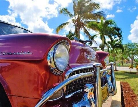 Kuba - czerwony Chevrolet