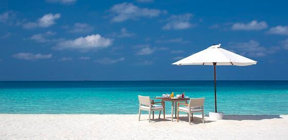 Malediwy - Hotel Velassaru, plaża śniadanie na plaży