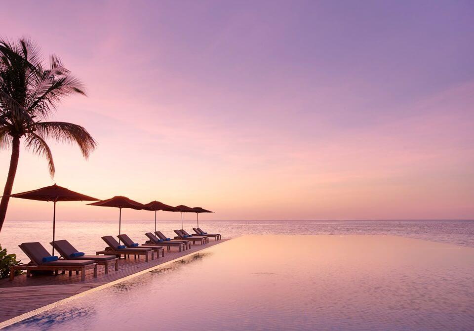 Malediwy - hotel Lux South Ari Atoll, basen infinity