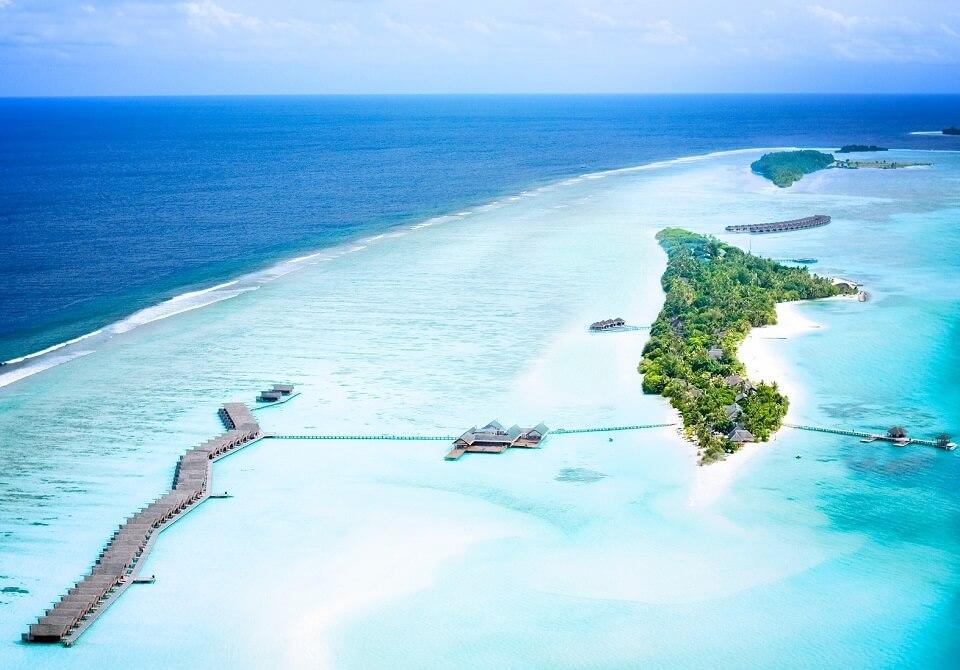 Malediwy - hotel Lux South Ari Atoll, widok z góry, błękitny ocean