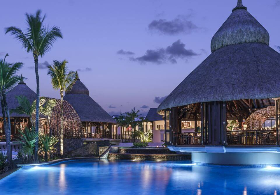 Mauritius - Shangri-la Le Touessrok Resort & Spa, basen po zmroku