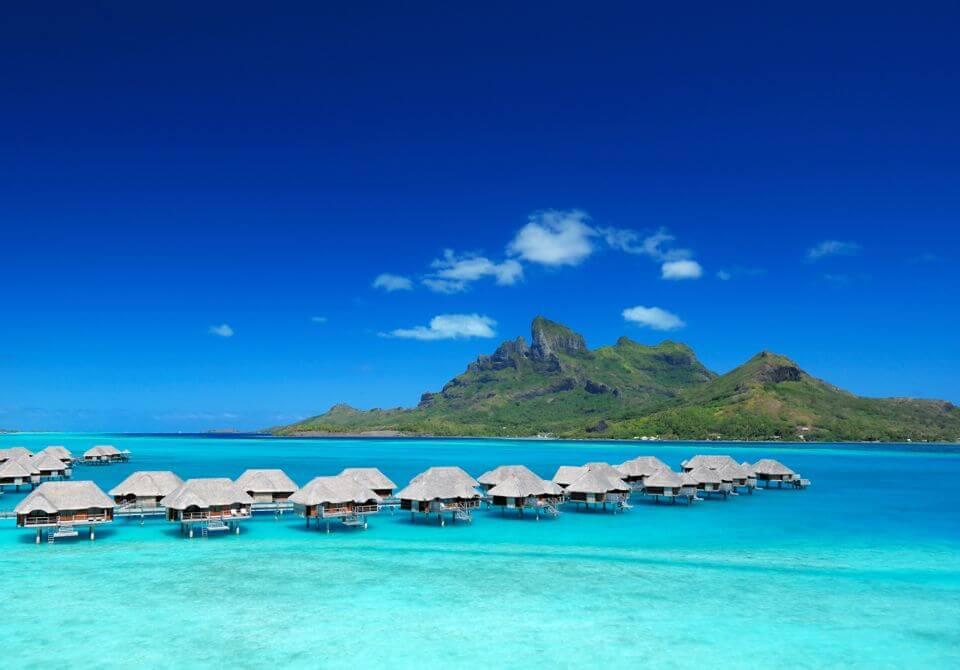 Polinezja Francuska, Bora Bora - Four Seasons Resort z lotu ptaka bungalowy wille na wodzie
