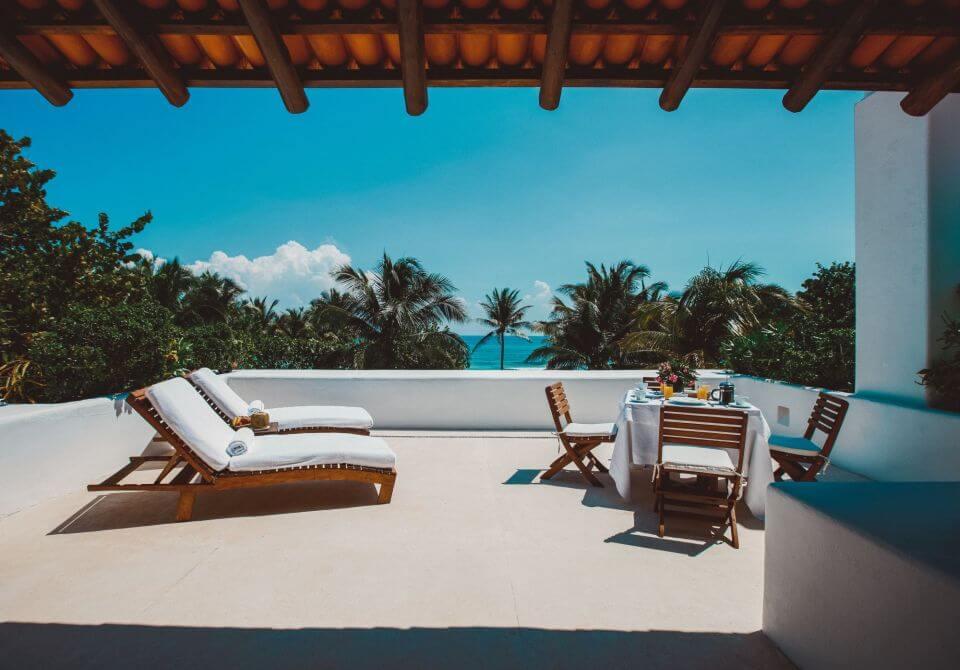 Meksyk, Hotel Esencia, taras z widokiem na morze i palmy